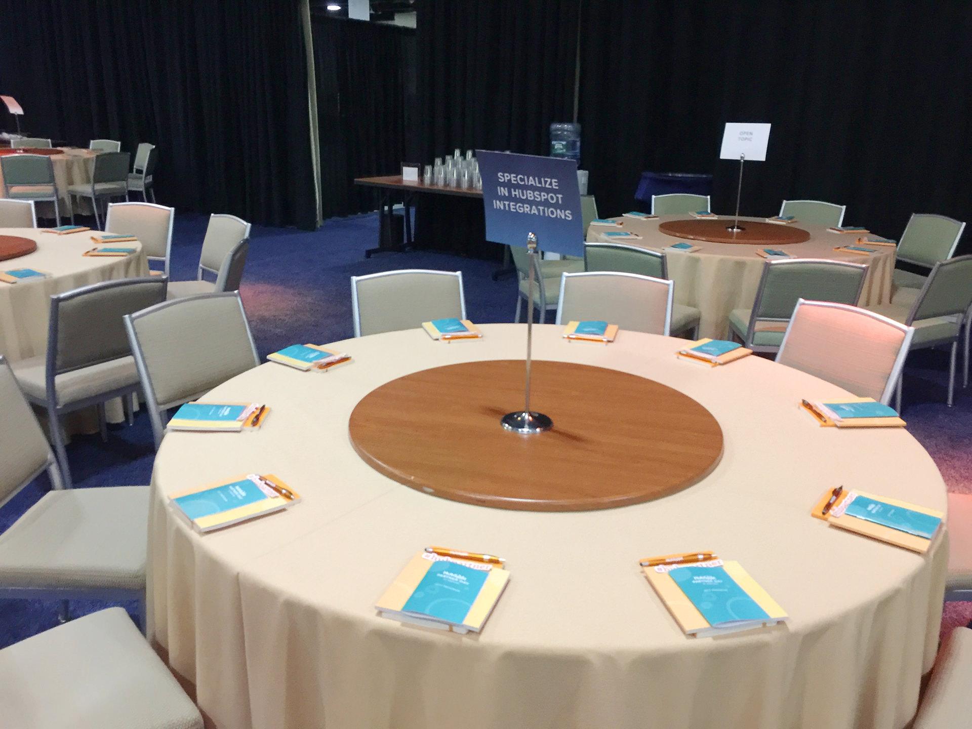 メインホールのテーブル